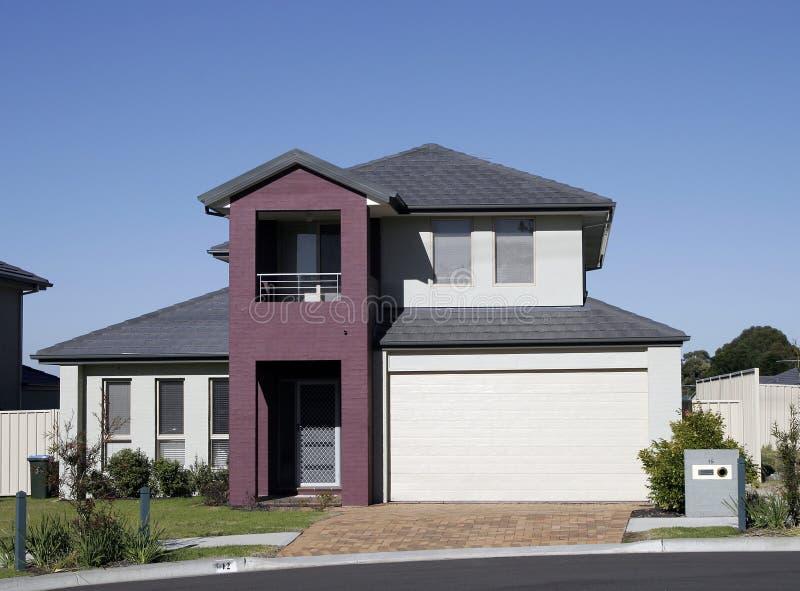 Casa suburbana moderna imagem de stock