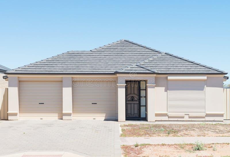 Casa suburbana moderna imagens de stock