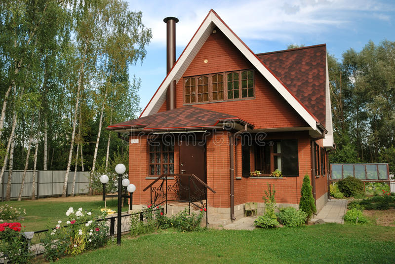 Casa suburbana russa moderna immagine stock
