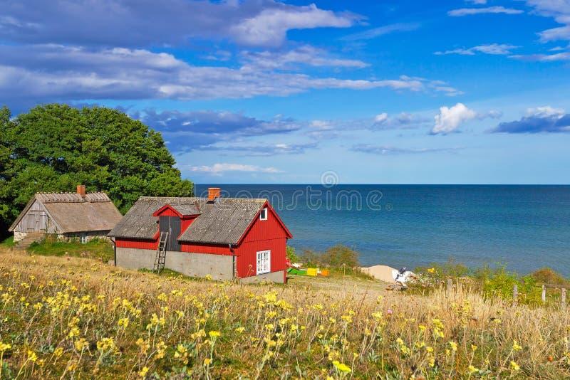 Casa sueco da casa de campo no mar Báltico