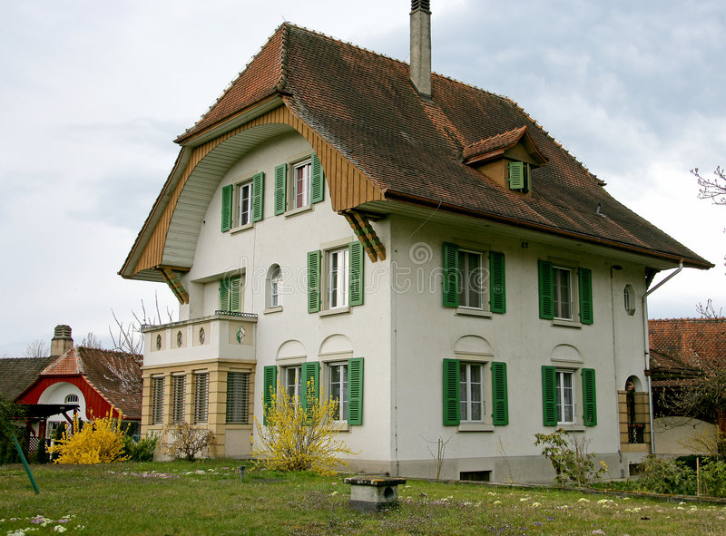 Casa suiza agradable 10 imagenes de archivo