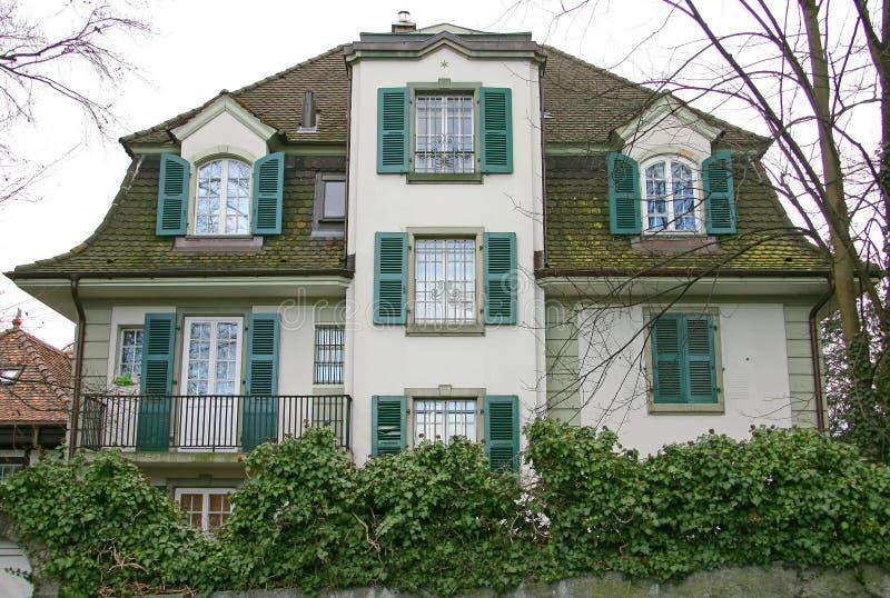 Casa suiza agradable 3 imagenes de archivo