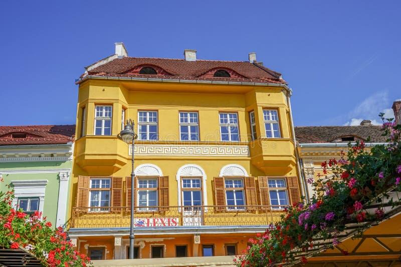Casa típica de la arquitectura en Sibiu imagen de archivo