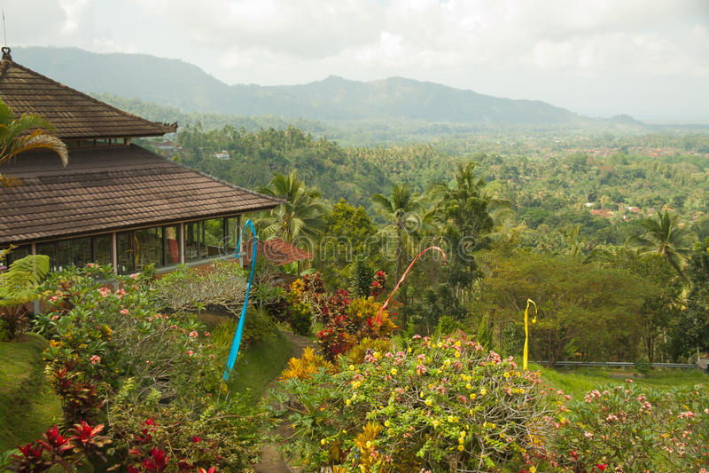 Casa típica do Balinese na paisagem agradável fotografia de stock royalty free
