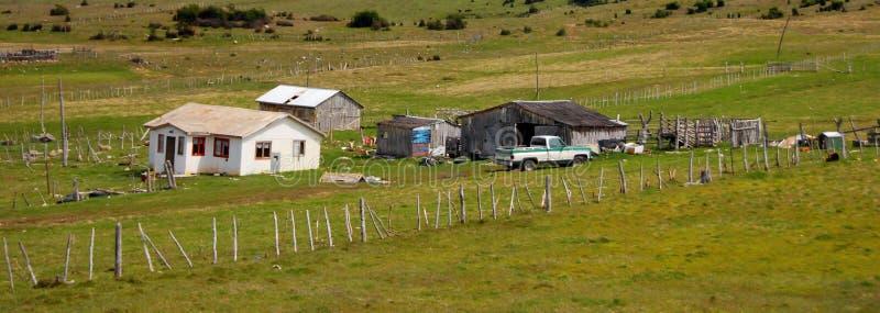 Casa típica do patagonia do EL Chalten da aldeia da montanha pequena imagem de stock royalty free
