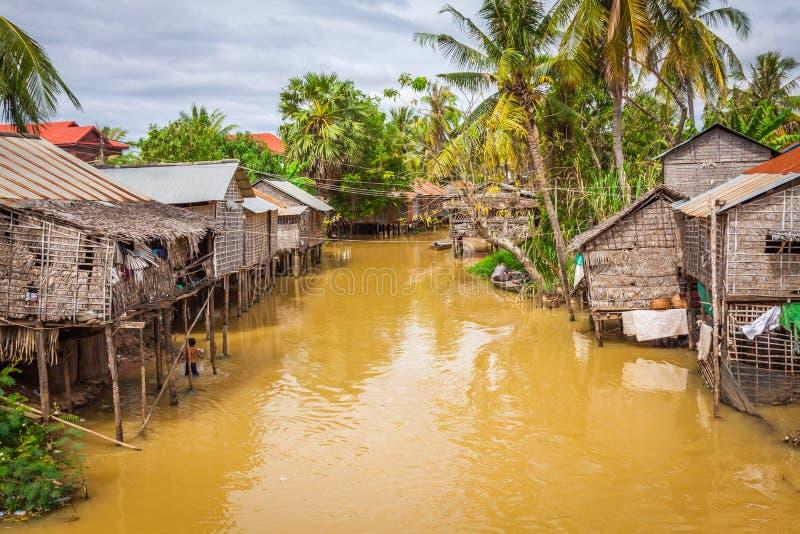 Casa típica en el lago de la savia de Tonle, Camboya foto de archivo libre de regalías
