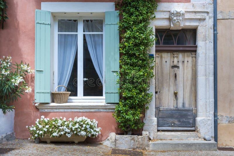 Casa típica en Santo-Saturnin-les-Apartamento, Francia imágenes de archivo libres de regalías