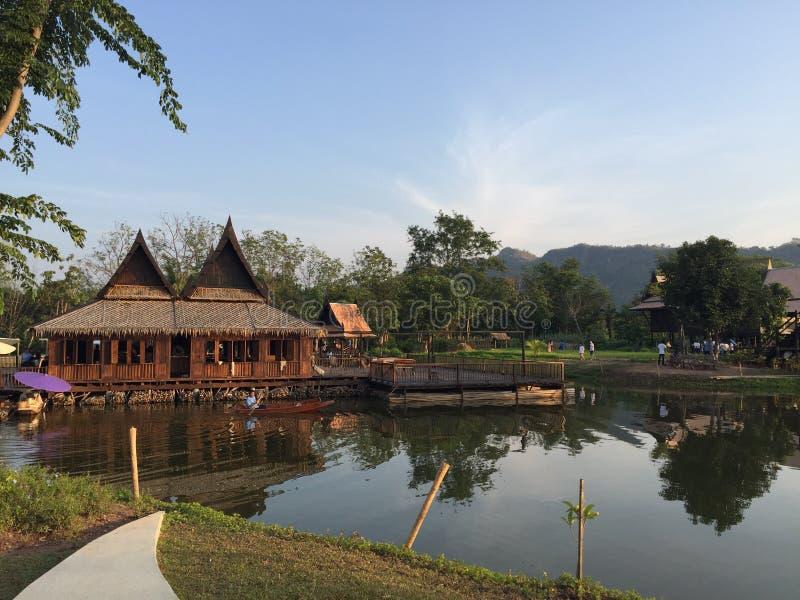 Casa tailandesa tradicional fotos de archivo