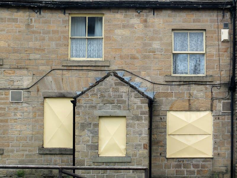 casa terraced abandonada derelict foto de stock