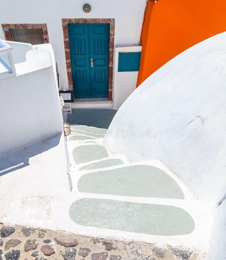 A casa tradicional com etapas em Santorini, arquitetura detalha Grécia fotografia de stock