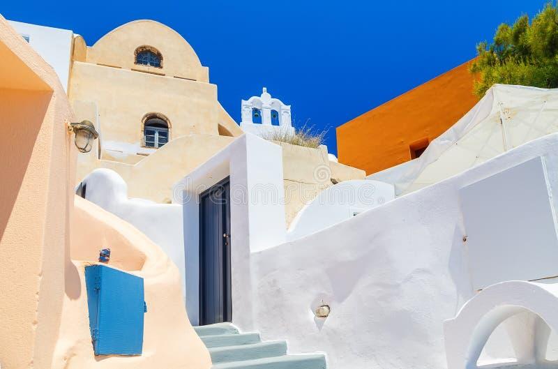 A casa tradicional com etapas em Santorini, arquitetura detalha Grécia fotos de stock royalty free