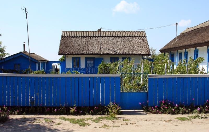 Casa tradicional con la cerca del delta de Danubio imagenes de archivo