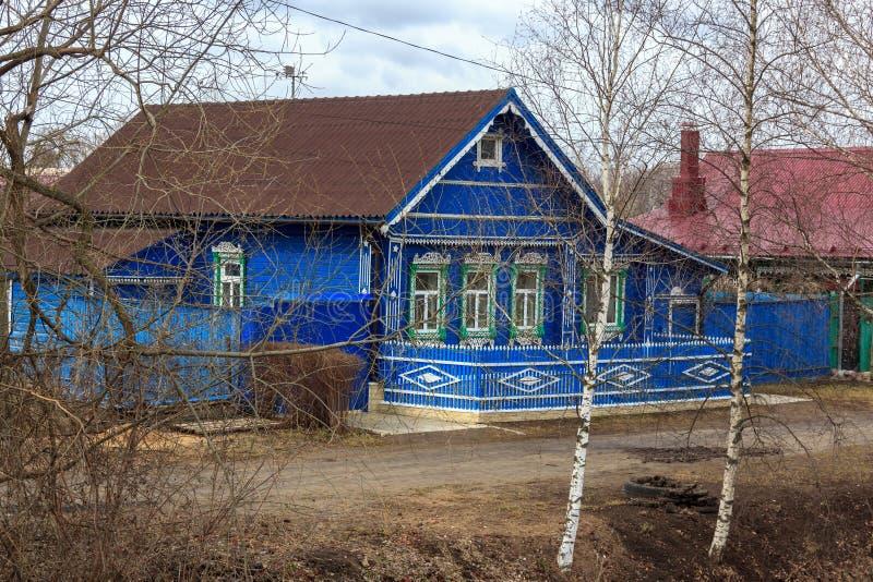 Casa tradicional da vila do russo em Yuryev-Polsky foto de stock royalty free