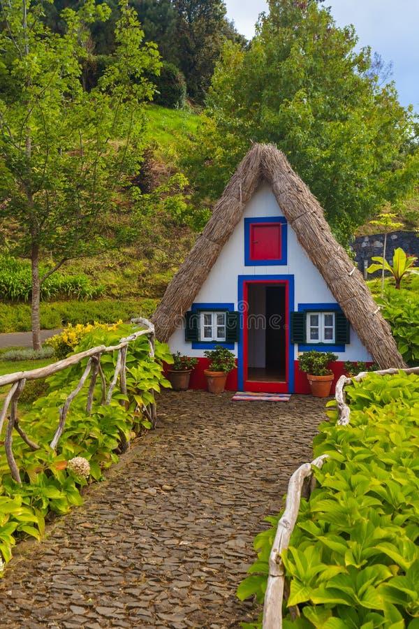 Casa tradicional de Madeira em Santana Portugal foto de stock royalty free