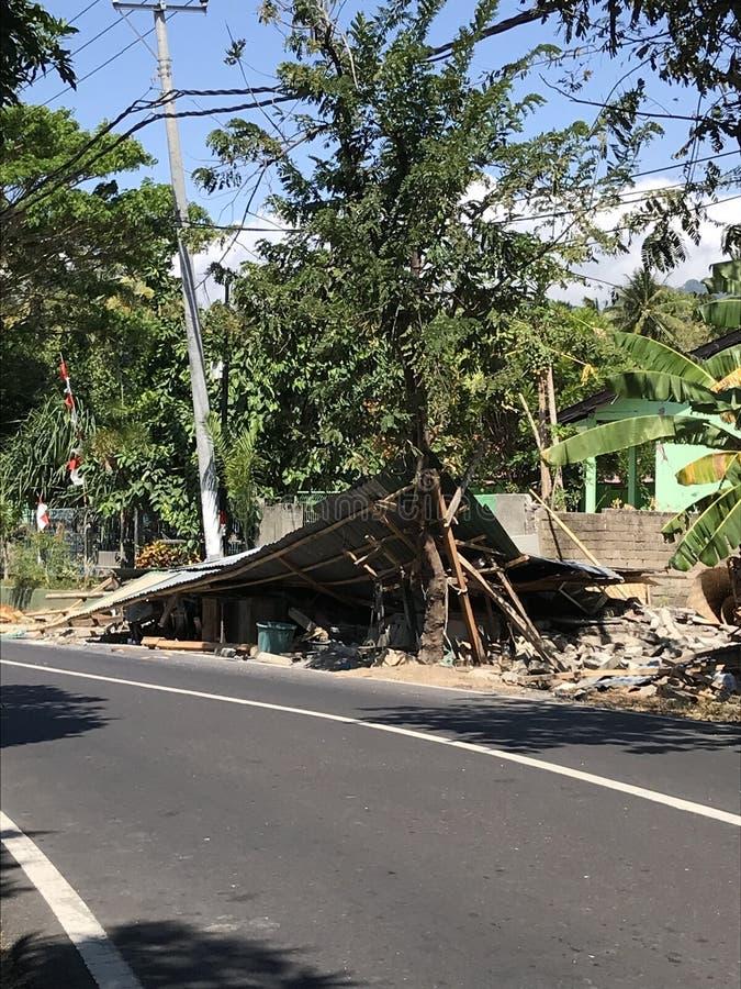 A casa tradicional do terremoto de Lombok desmoronou imagens de stock royalty free