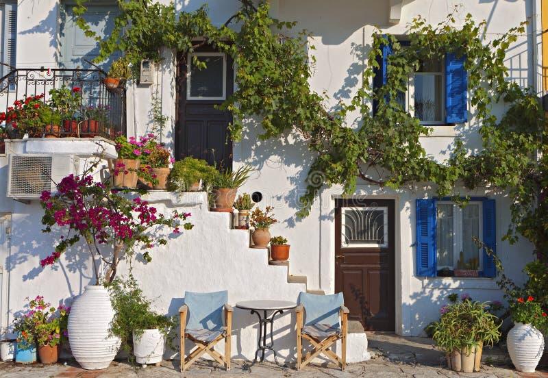 Casa tradicional em uma ilha grega imagem de stock royalty free