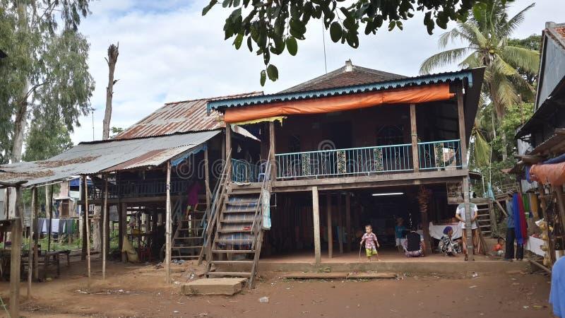 Casa tradicional en el pueblo del Cham - Chau doc. fotografía de archivo