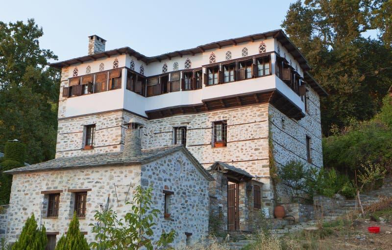 Casa tradicional grega da torre de Stonemade imagem de stock
