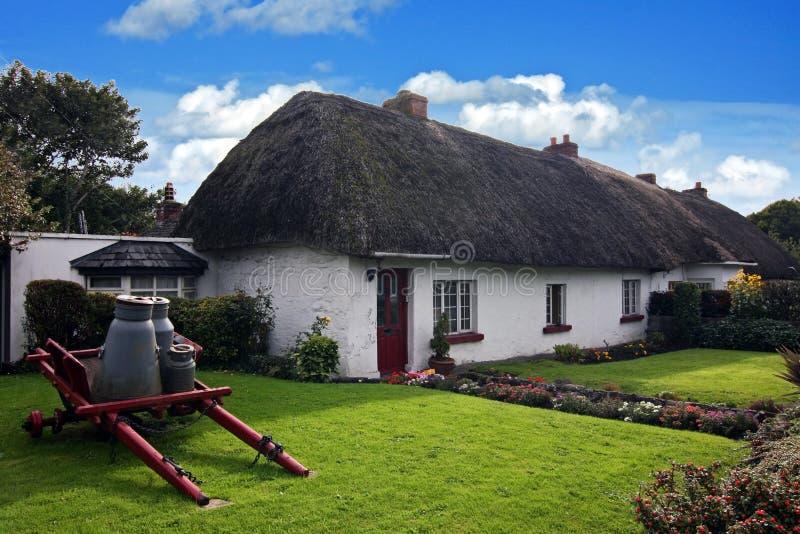 Casa tradicional irlandesa da casa de campo de Adare foto de stock royalty free