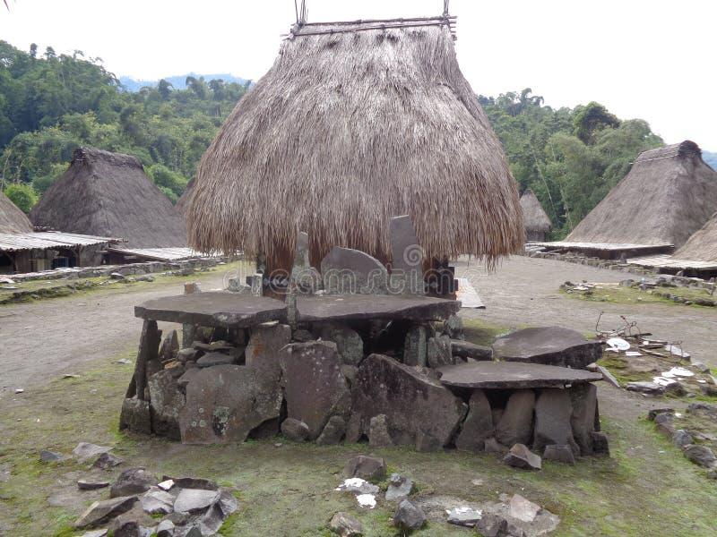 Casa tradicional megalítica Bajawa de Bena imagem de stock royalty free