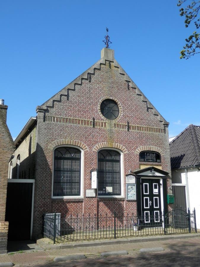 Casa tradizionale della chiesa della Frisia fotografie stock libere da diritti
