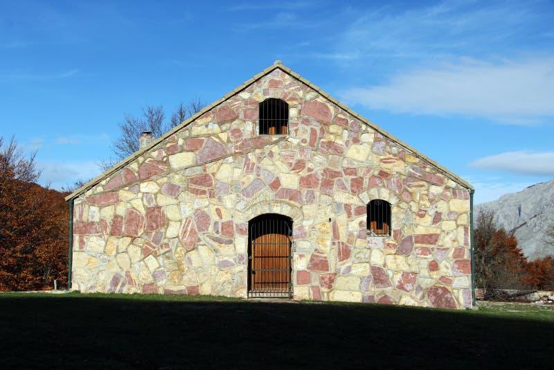 Fabulous download casa della montagna parete di pietra - Zoccolo esterno facciata ...