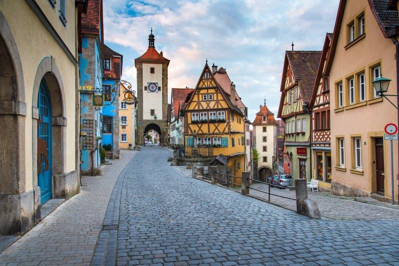 Casa tradizionale tedesca di Rothenberg con il bello cielo di alba immagini stock