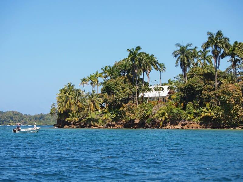 Casa tropicale su un 39 isola nel mar dei caraibi immagine for Piani di casa dei caraibi