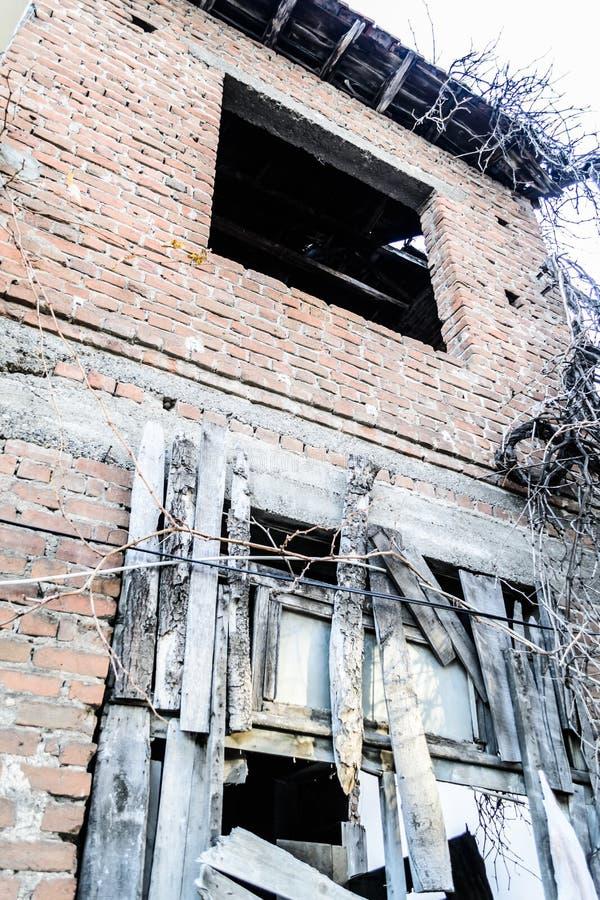 Casa turca de dos pisos vieja Desolated fotografía de archivo