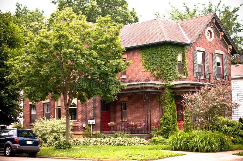 Casa urbana del mattone rosso fotografie stock libere da diritti