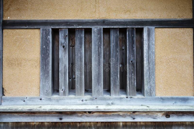Casa velha da cabine com janela de madeira fotografia de stock royalty free