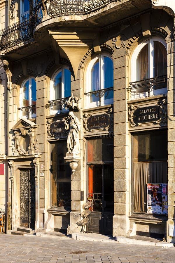 casa velha da farmácia em Bratislava, Eslováquia imagens de stock royalty free