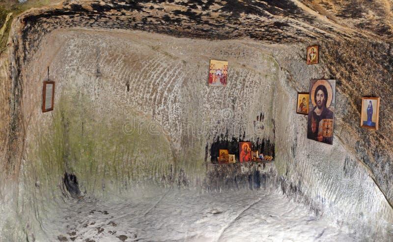 Casa velha do monastério da caverna imagem de stock
