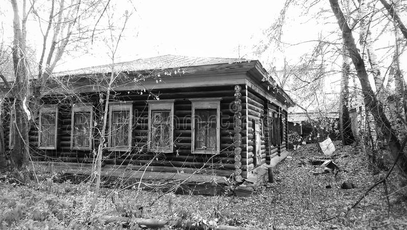 casa velha em Sibéria fotos de stock royalty free