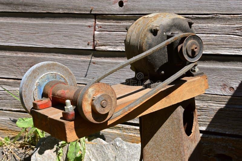 Casa velha feita roda de moedura fotografia de stock