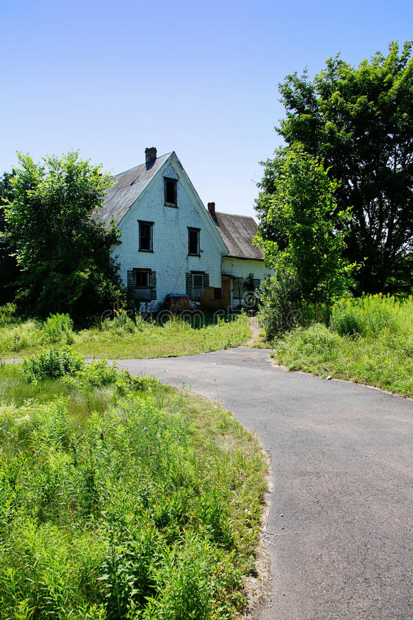 Casa velha na área rural fotografia de stock royalty free