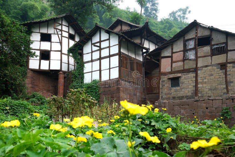 Download Casa vieja foto de archivo. Imagen de característico, flor - 7281552