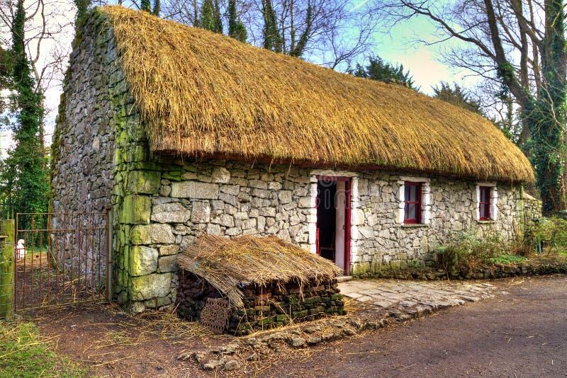 Casa vieja de la cabaña en parque de la gente de Bunratty imagen de archivo