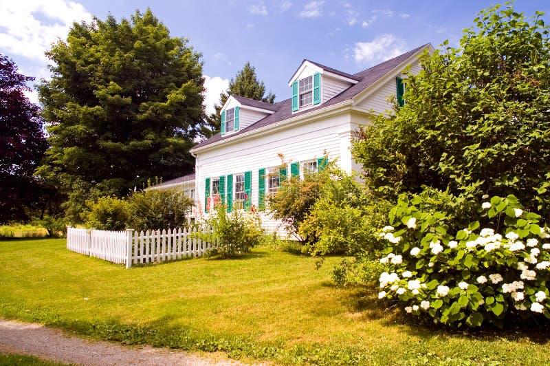 Casa vieja de la granja de Nueva Inglaterra imágenes de archivo libres de regalías