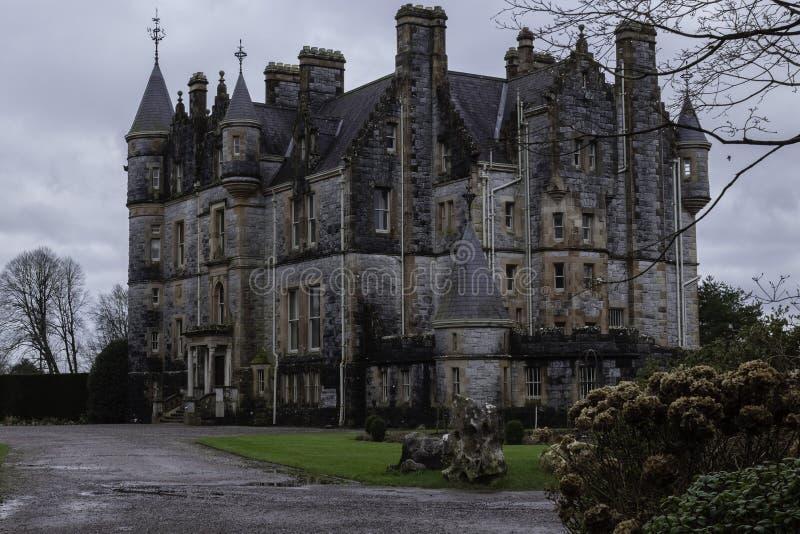Casa vieja del castillo de la lisonja en Irlanda fotografía de archivo
