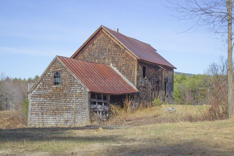 Casa vieja del granero y de la granja fotos de archivo