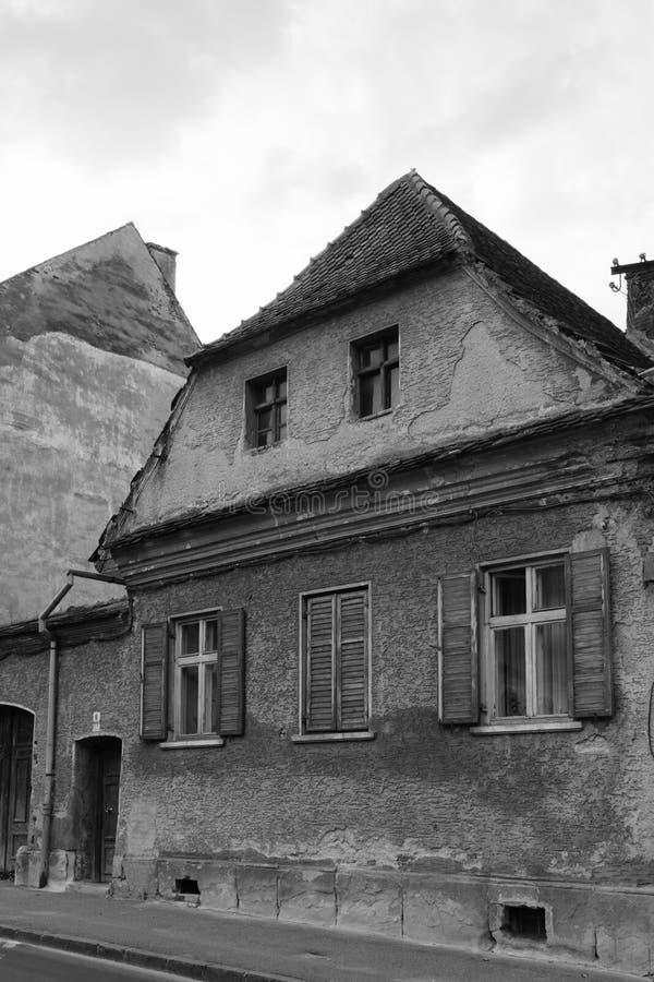 Casa vieja en blanco y negro imágenes de archivo libres de regalías