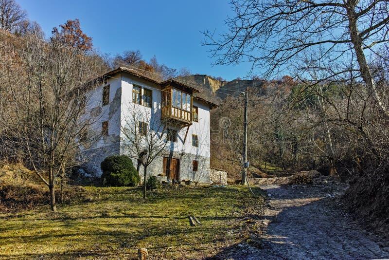 Casa vieja en el pueblo de Rozhen, Bulgaria foto de archivo libre de regalías