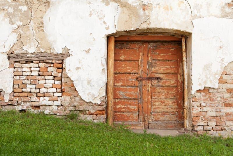 Casa vieja en malas condiciones fotografía de archivo libre de regalías