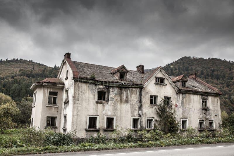 Casa vieja espeluznante imagenes de archivo