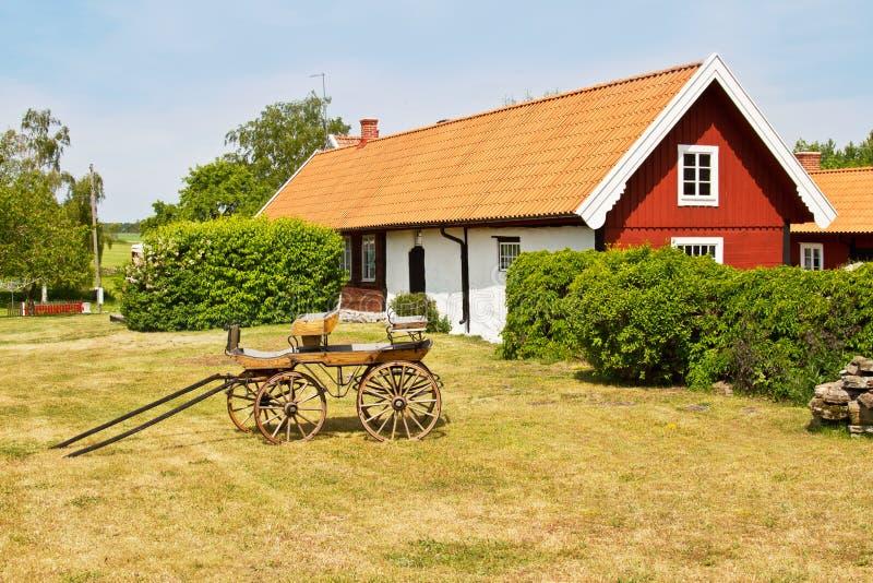 Casa vieja idílica. imagenes de archivo