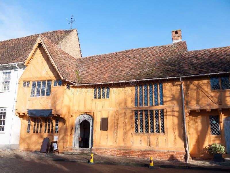 Casa vieja iluminada por el sol Lavenham de la cabaña del señorío del viejo invierno inglés fotos de archivo