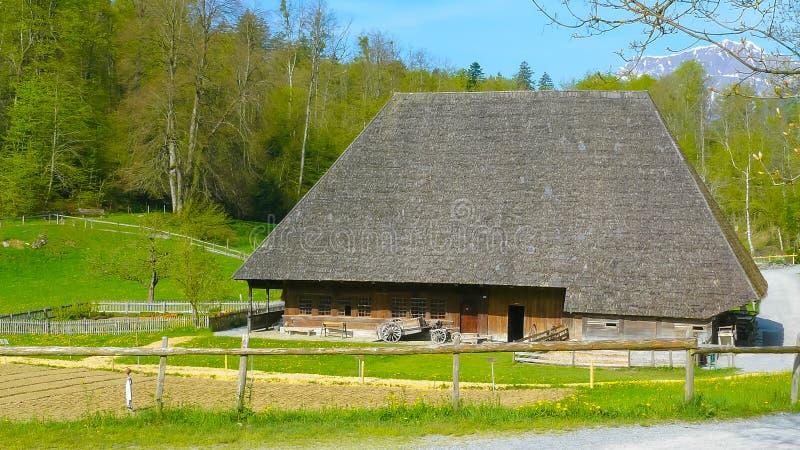 Casa vieja y daño de la familia en el museo Brienz de Ballenberg fotos de archivo libres de regalías