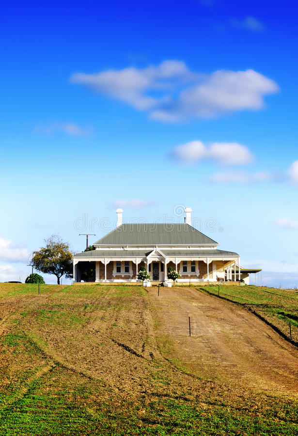 Casa vitoriano do estilo no monte na propriedade da adega de Wolf Blass fotos de stock