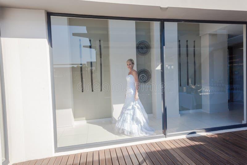 Casa Windows da noiva do casamento fotos de stock